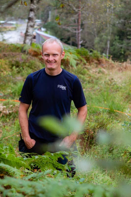 <b>Ildsjel</b> Gerhard Stømne samlet inn interesseliste for fiber i nabolaget og leverte til Altifiber. (Foto: Erlend Haddeland, Media Sør)