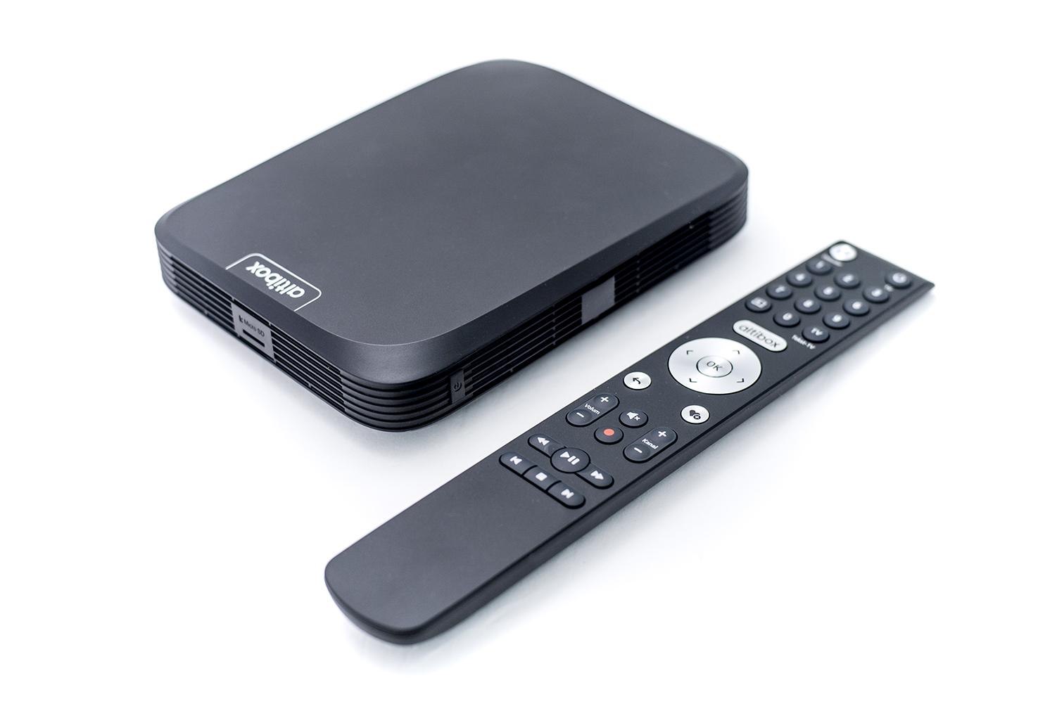 fjernkontroll og tv-boks